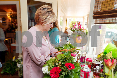 florists-prepare-for-valentines-day-in-tyler