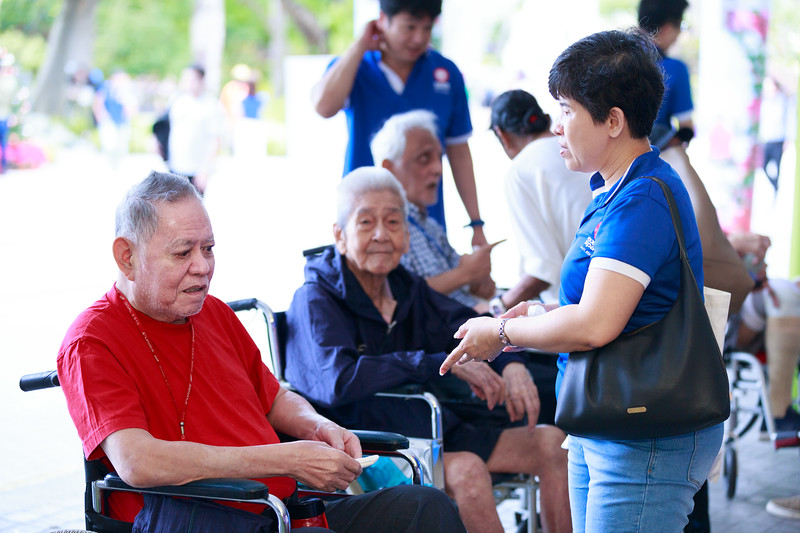 VividSnaps-Extra-Space-Volunteer-Session-with-the-Elderly-124.jpg