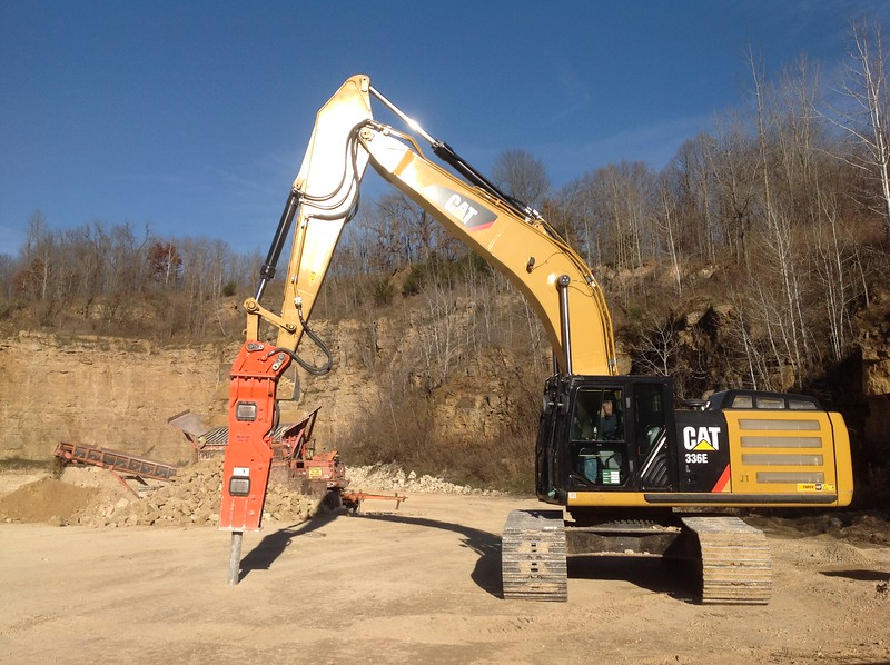 NPK GH15 hydraulic hammer on Cat 336EL excavator - making rip rap (3).JPG