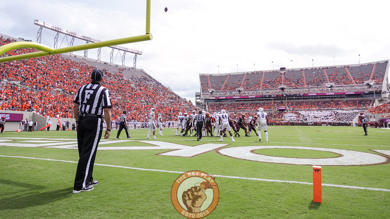 The Hokies kick an extra point after scoring in the third quarter. (Mark Umansky/TheKeyPlay.com)