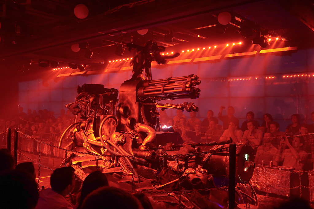 Amazing Robot show