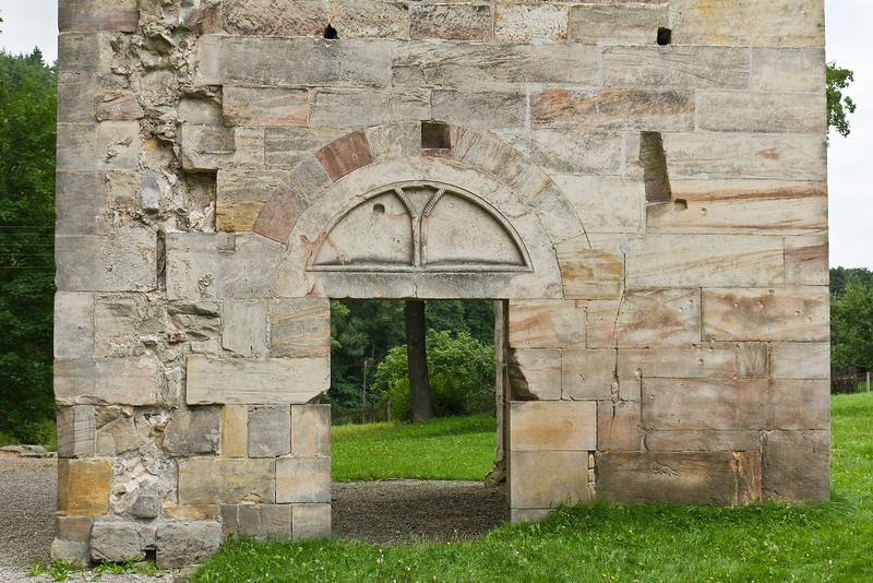 Paulinzella: Portal in Westwand des südlichen Querschiffs