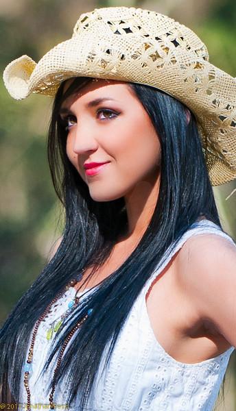 2011-03-02 SarahModelFBleau-75-Edit_Web-2.jpg