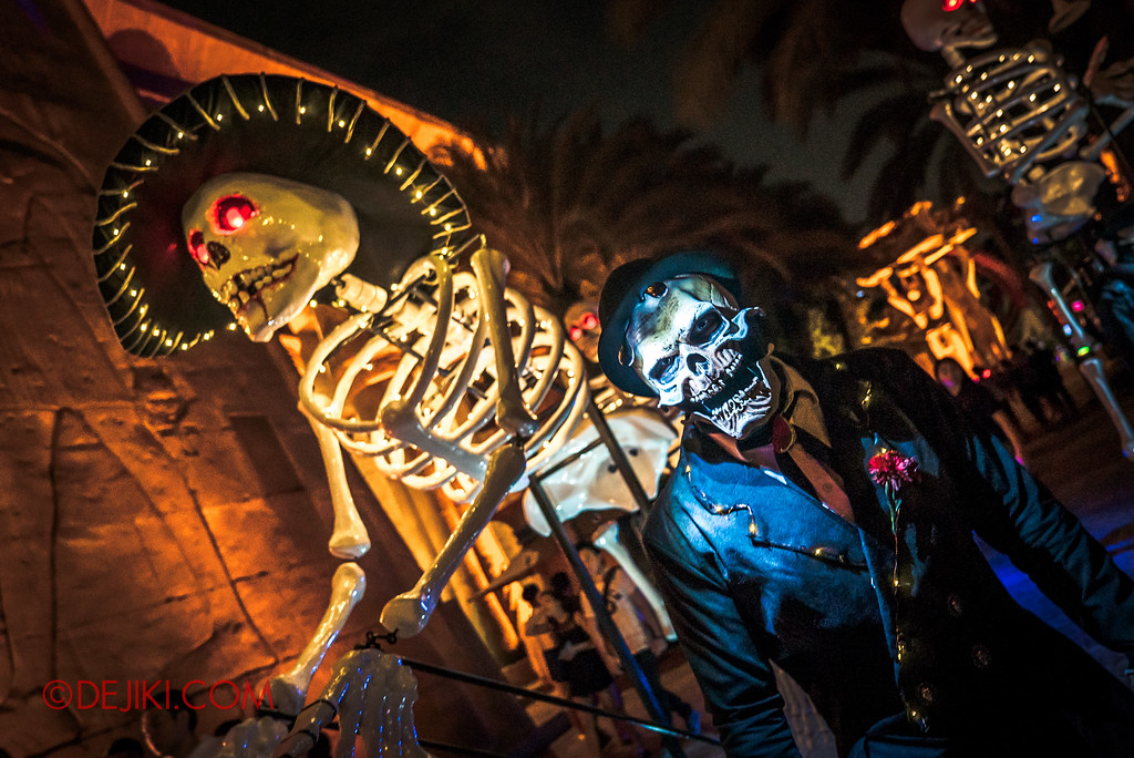 Halloween Horror Nights 6 - March of the Dead / Death March - Giant Skeleton Sombrero Gentleman