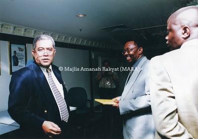 2004 - LAWATAN DARI UGANDA KE IBU PEJABAT MARA