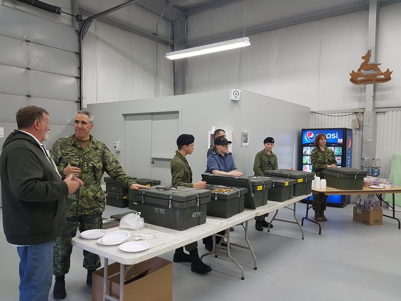 Connaught experience - Officers and Cadets at Connaught offer a hay box dinner to our members Experience Connauhgt - les officeirs et els cadets a Connaught offrent une belle experience a nos membres
