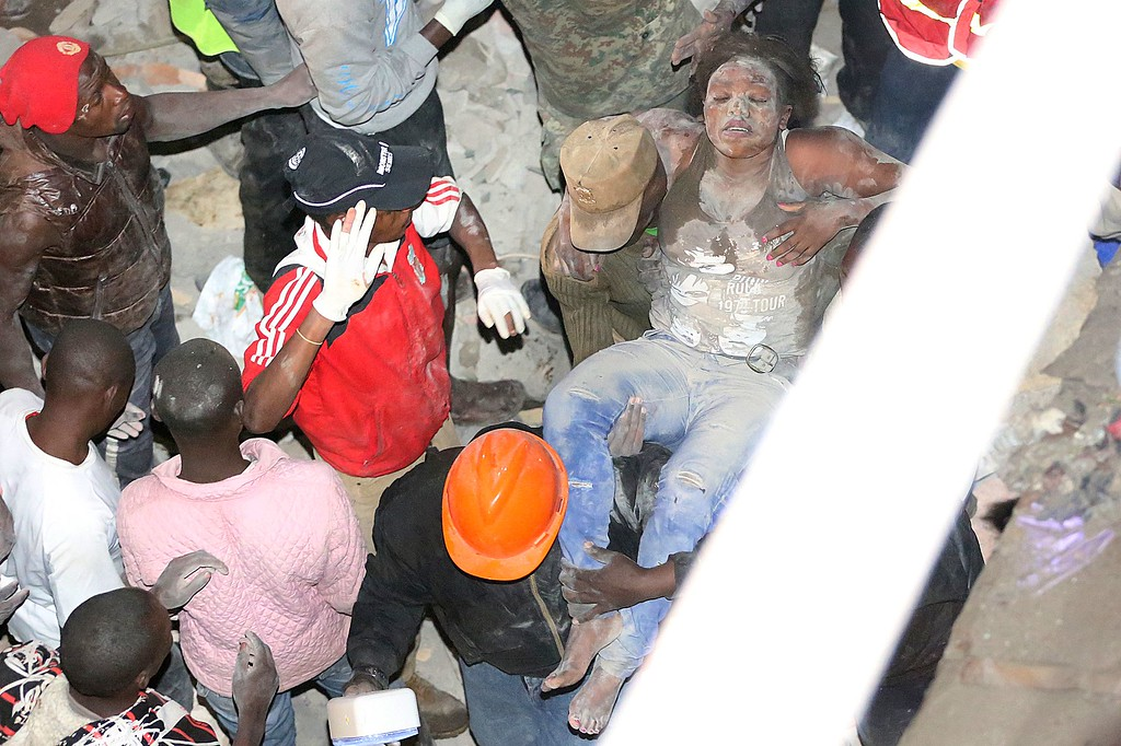. Emergency personnel rescue a woman from a collapsed building in Nairobi late on April 29, 2016. / AFP PHOTO / --/AFP/Getty Images