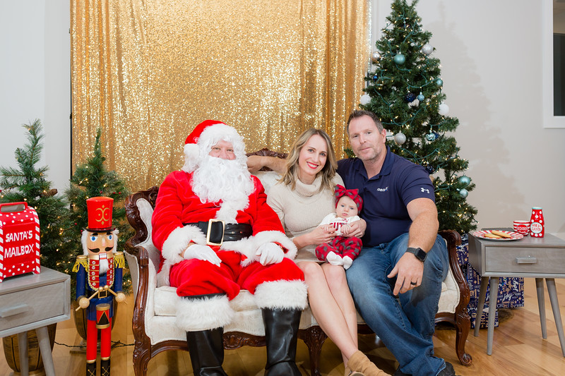 FADS Picture with Santa-309.jpg