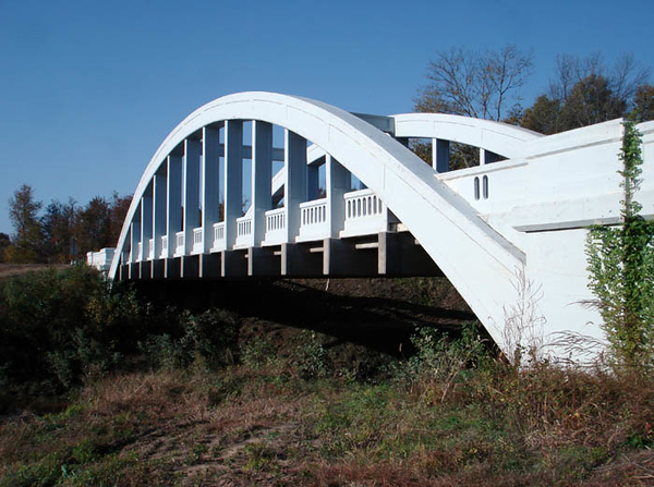 """RAINBOW"" ARCH BRIDGE Outside Riverton, Kansas  And a side view to fully show off the bridge's flowing lines. Not only is this bridge design extremely functional, it's a work of art."