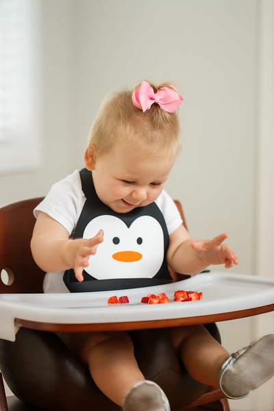 Make_My_Day_Bib_Penguin_lifestyle (29).JPG