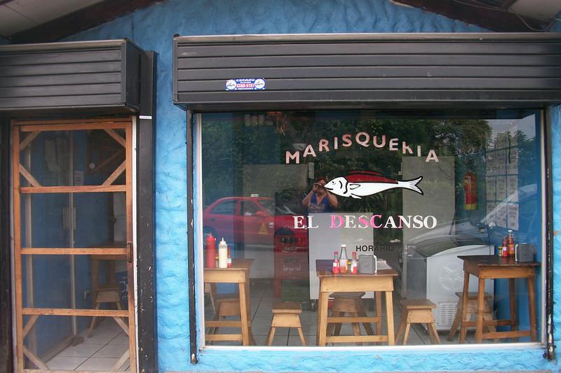 I hear this is quite a tasty & MEGA CHEAP TINY seafood restaurant up near me in San Antonio de Escazu.  Details coming soon!