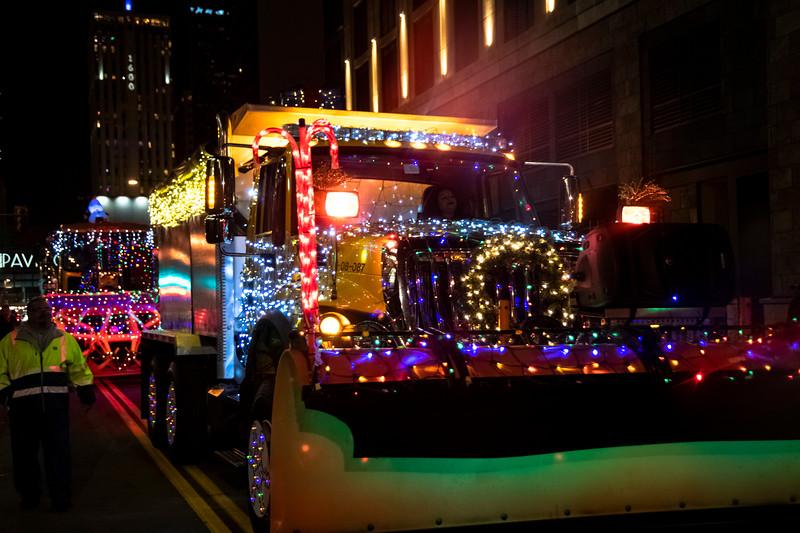 DIA parade of LIghts 201938071219.jpg