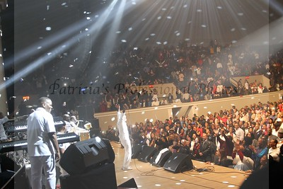 2016 New Year's Eve Celebration: Maze Featuring  Frankie Beverly at DAR Constitution Hall
