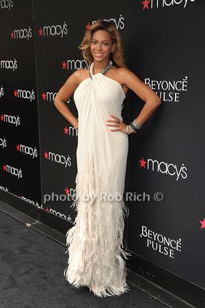 Beyonce Knowles photo  by Rob Rich © 2011 robwayne1@aol.com 516-676-3939