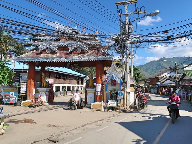 IMG_0546-walking-street-temple.jpg
