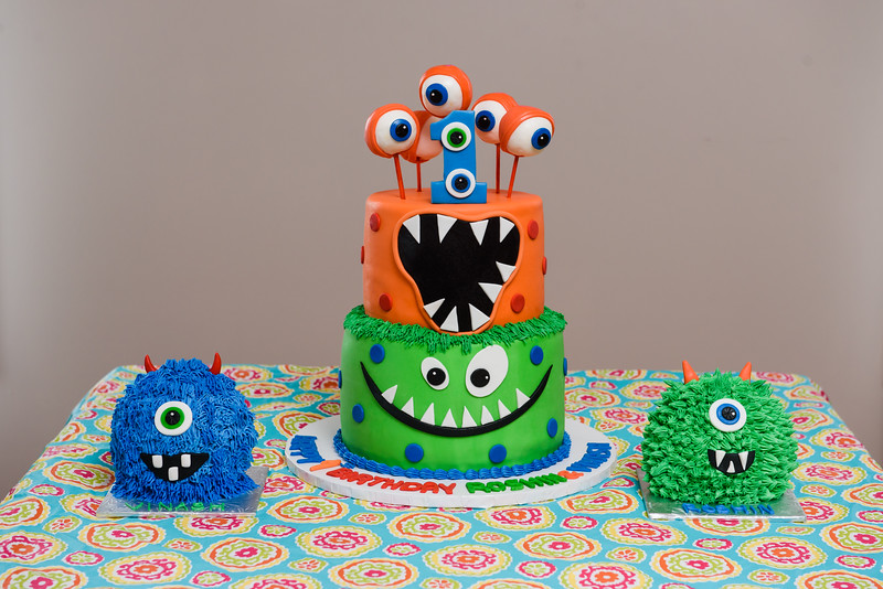 Roshin & Vinash Birthday Cakesmash-25.jpg