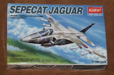 Academy 1-144 Jaguar, 01s.jpg