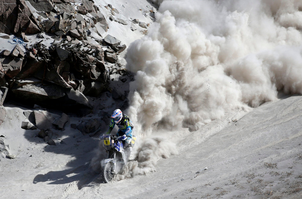 Description of . France's Olivier Pain rides his Yamaha bike during the 5th stage of the Dakar Rally from Arequipa in Peru to Arica in Chile, January 9, 2013. REUTERS/Jacky Naegelen