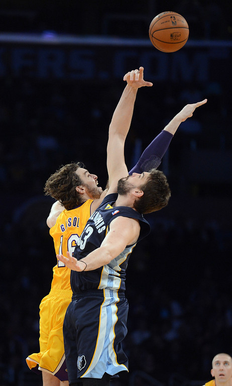 . Brothers Pau Gasol, Lakers, and Marc Gasol, Grizzlies, face off for the opening tip off during their game at the Staples Center in Los Angeles Friday, November 15, 2013. (Photo by Hans Gutknecht/Los Angeles Daily News)