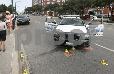 man-linked-to-dallas-police-hq-shooting-had-violent-past
