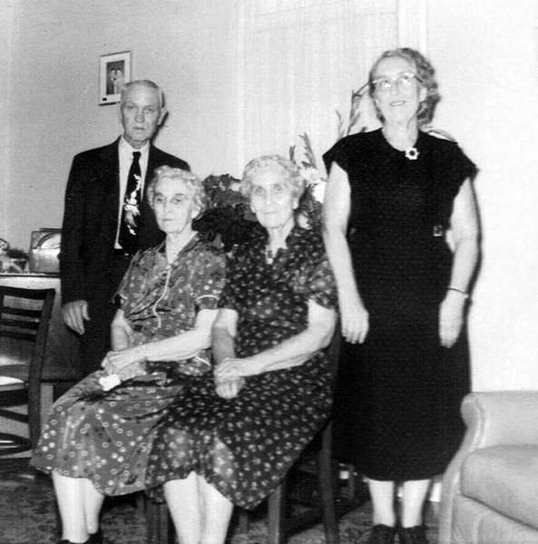 L-R Guy Thompson, Mamie Collings, Bertha Kipp, Dorthy Holden 23 Jun 1955.jpg