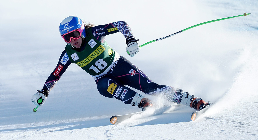 . Skier Stacey Cook of the US, takes a turn during the women\'s downhill race at the FIS World Cup Alpine Skiing in Beaver Creek, Colorado, USA, 29 November 2013.  EPA/JUSTIN LANE
