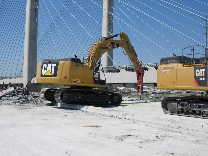 NPK GH15 hydraulic hammer on Cat excavator (4).JPG