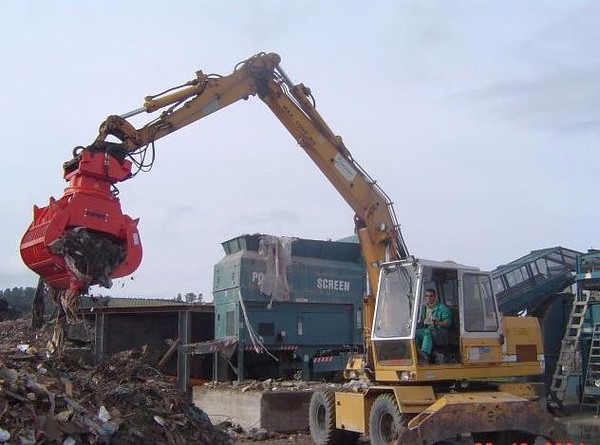 NPK DG-30 demolition grab on excavator - C&D recycling.jpg