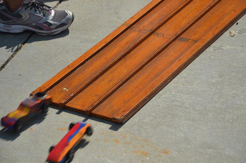 2012 01 28 pinewood derby 092.JPG