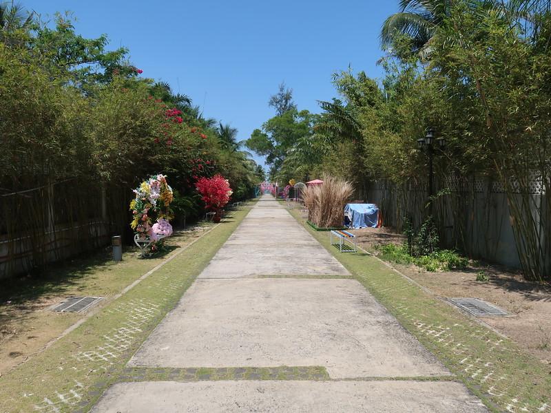 IMG_8986-sonasea-walk-to-beach.JPG