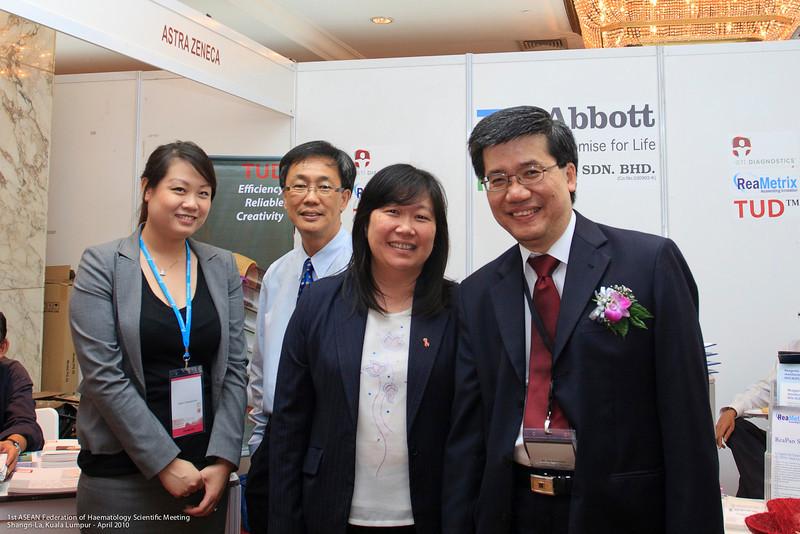 Wai Ping Tong, Steven Ooi, Sarah Ong and Dr Ng - Abbott