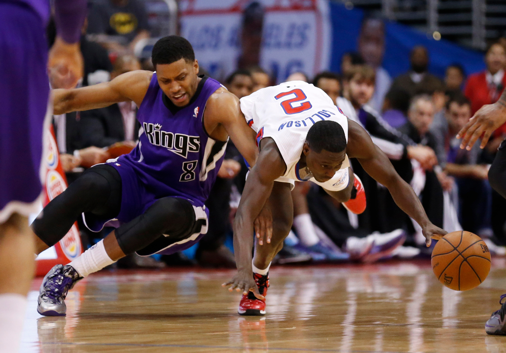. Sacramento Kings forward Rudy Gay, left, and Los Angeles Clippers guard Darren Collison fight for a loose ball during the first half of an NBA basketball game in Los Angeles, Sunday, April 12, 2014. (AP Photo/Danny Moloshok)