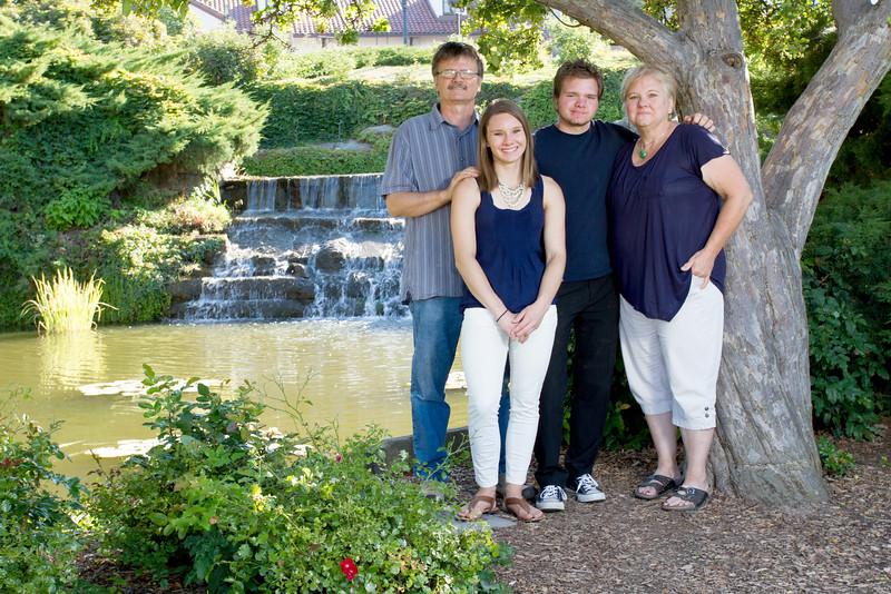 FamilyPortrait_8.20.16_6.jpg