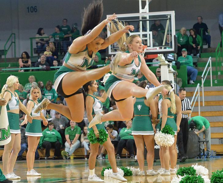 cheerleaders3742.jpg