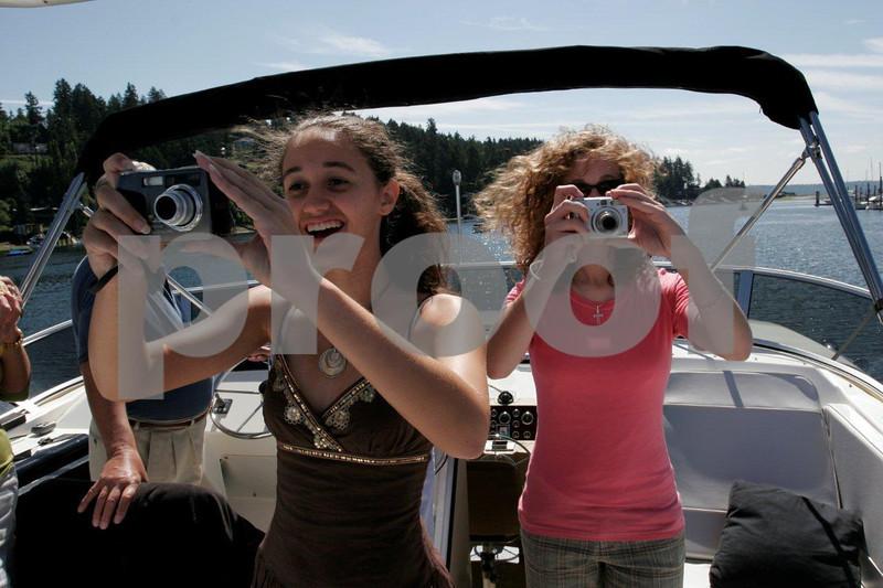 Teens boating 0108.jpg
