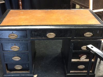 large-black-desk.png