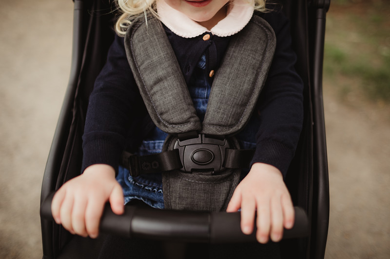 Familidoo_Air_Lifestyle_Grey_Denim_Toddler_Harness.jpg