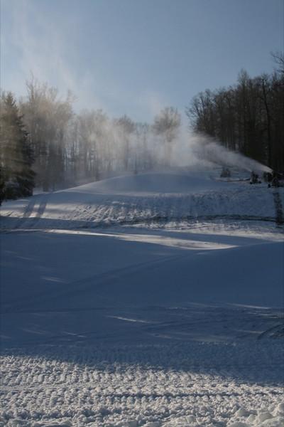 SnowTrailsOpeningDay12_11_09_001.jpg