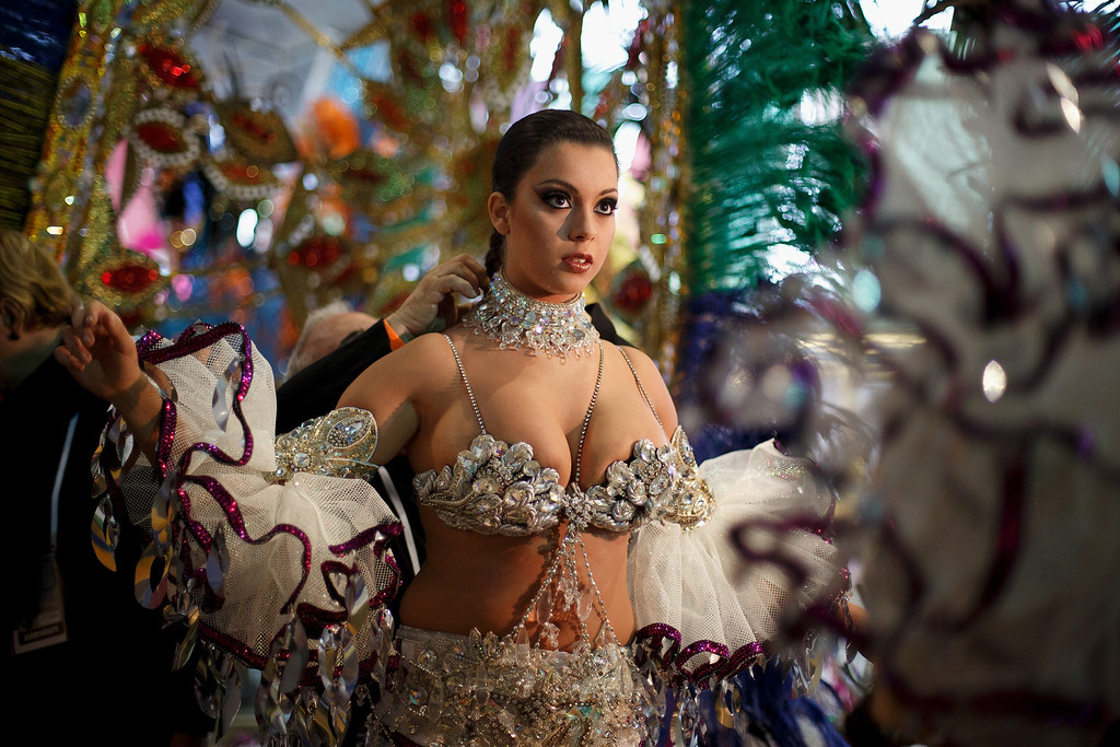 . Nominee Ana Belen Sepulveda prepares at backstage for her performance on Queen of the 2013 Santa Cruz carnival Gala on February 26, 2014 in Santa Cruz de Tenerife on the Canary island of Tenerife, Spain. The Carnival of Santa Cruz de Tenerife brings thousands of revellers every year . Santa Cruz is the closest European equivalent to the Brazilian Carnival from Rio Janeiro.  (Photo by Pablo Blazquez Dominguez/Getty Images)