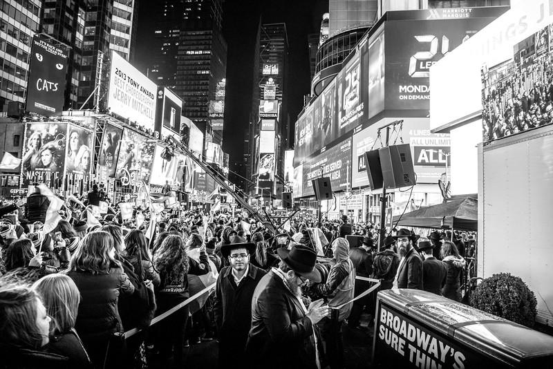 C-Teen Shabbaton Times Square kids from around the world0022.JPG