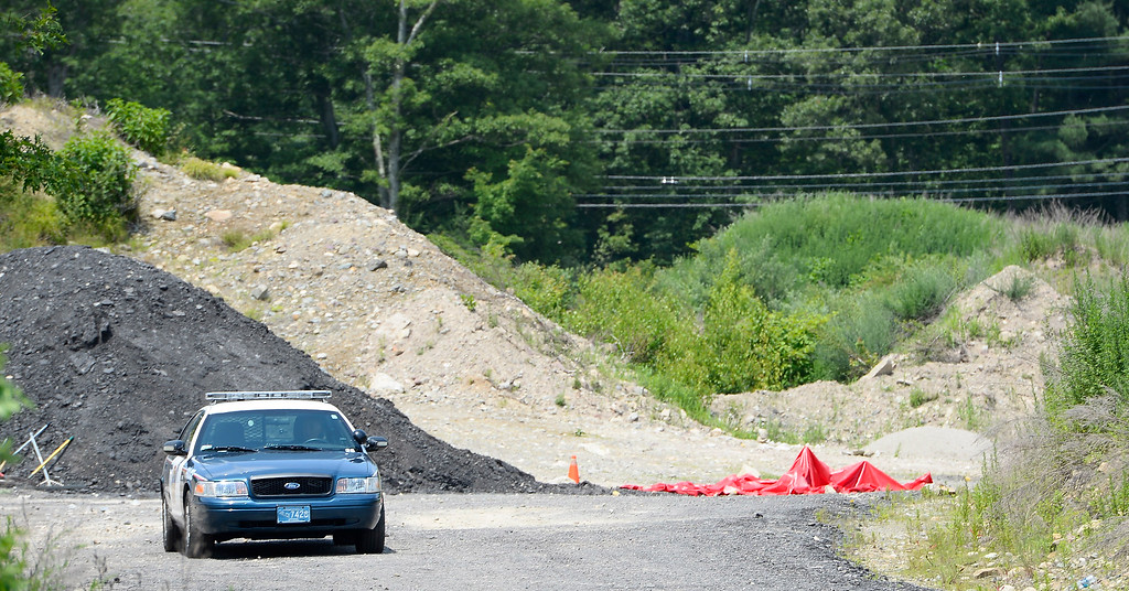 . An Attleboro Police officer blocks the entrance to a vacant lot where the body of 27-year-old Odin Lloyd, a semi-pro football player and acquaintance of New England Patriots tight end Aaron Hernandez, was found on 17 June 2013 in a industrial area about 1 mile (1.6 km) from the home of Hernandez, in North Attleboro, Massachusetts, USA, 21 June 2013. According to media reports, police have issued an arrest warrant for Hernandez on alleged obstruction of justice charges.  EPA/CJ GUNTHER