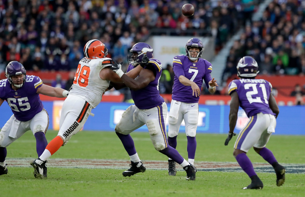 . Minnesota Vikings quarterback Case Keenum (7) passes the ball during the second half of an NFL football game against Cleveland Browns at Twickenham Stadium in London, Sunday Oct. 29, 2017. (AP Photo/Tim Ireland)
