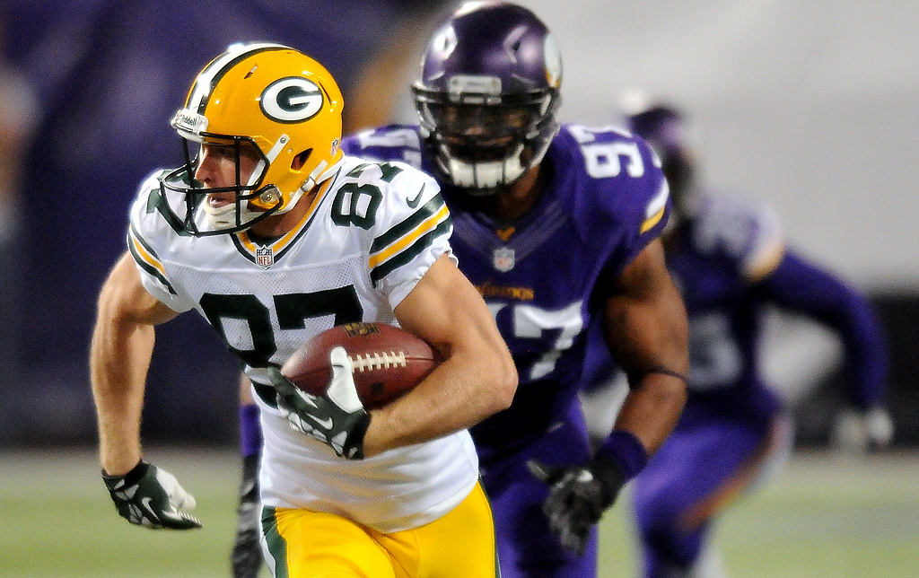 . Green Bay wide receiver Jordy Nelson races away from the Vikings defense for a 76-yard touchdown reception in the second quarter. (Pioneer Press: John Autey)