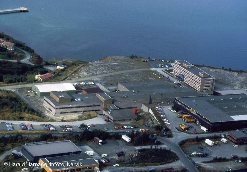 Flyfoto av Teknologiparken med VINN_huset til høyre, muligens tatt like etter 1986.