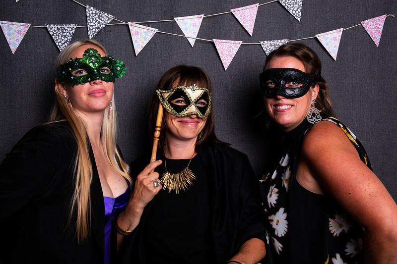 Montreal_Wedding_Photographer_Lindsay_Muciy_Photography+Video_M&E_PHOTOBOOTH_172.jpg