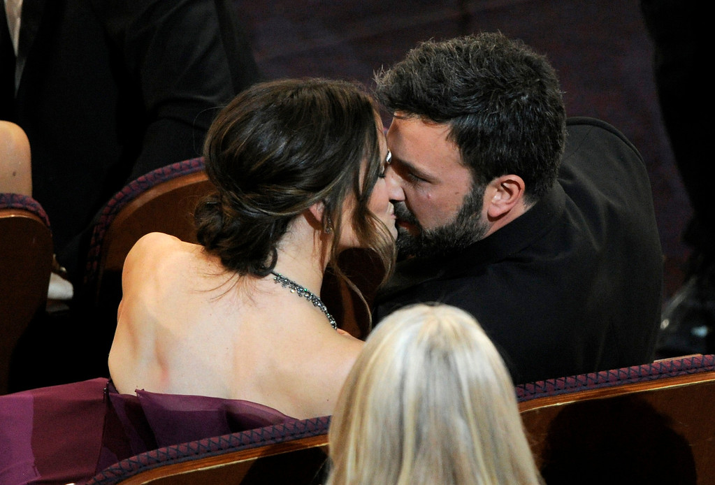 ". Jennifer Garner, left, kisses director Ben Affleck after ""Argo\"" is announced the winner for the award for best picture during the Oscars at the Dolby Theatre on Sunday Feb. 24, 2013, in Los Angeles.  (Photo by Chris Pizzello/Invision/AP)"