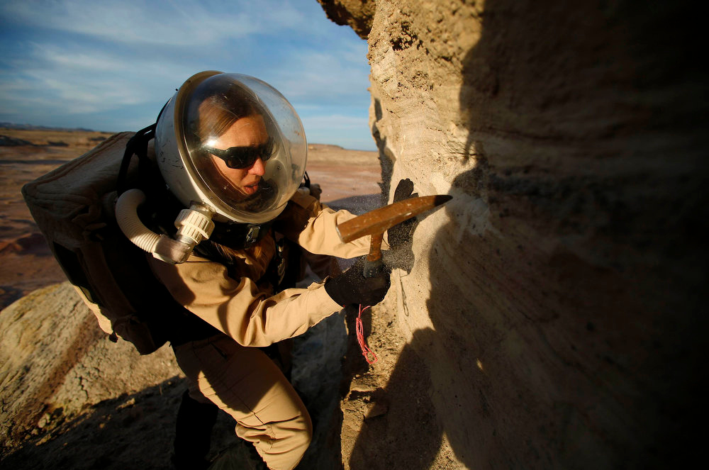 . Melissa Battler, a geologist and commander of Crew 125 EuroMoonMars B mission, collects geologic samples for study at the Mars Desert Research Station (MDRS) in the Utah desert March 2, 2013.  REUTERS/Jim Urquhart
