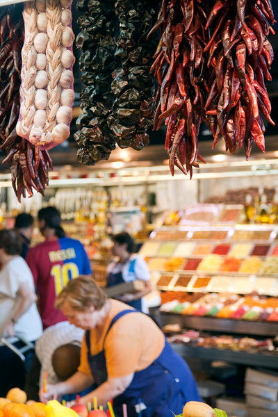 Peppers and garlic, Boqueria market, town of Barcelona, autonomous commnunity of Catalonia, northeastern Spain