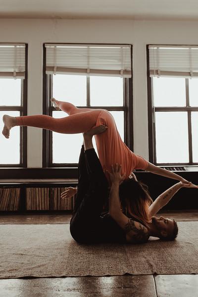 Jenny_Rolapp_Photography_partner_yoga-9.jpg