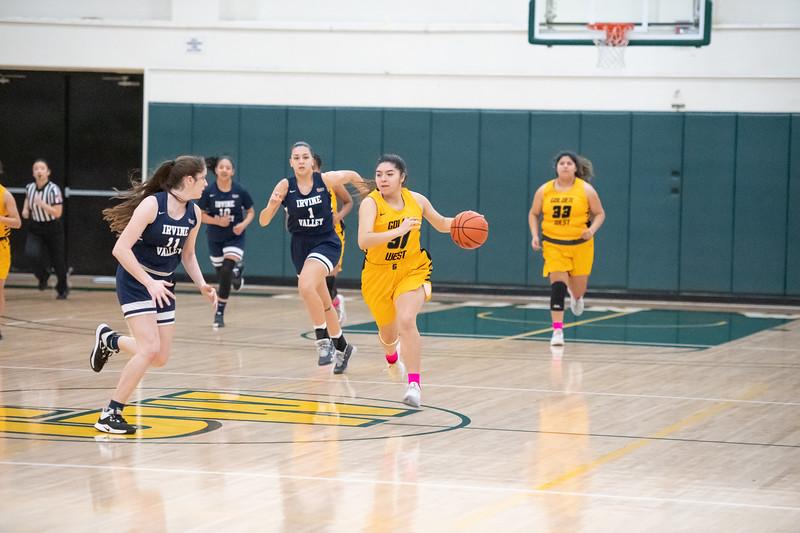 Basketball-W-2020-01-31-7940.jpg
